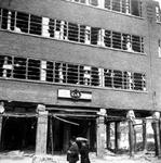XXXIII-569-33-10 Puinresten na het bombardement van 14 mei 1940. Beschadigde kledingwinkel van C & A Brenninckmeijer ...