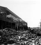 XXXIII-569-33-5 Restanten van het station Hofplein van de 1ste Weenastraat gezien, als gevolg van het Duitse ...