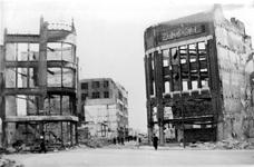 XXXIII-569-36-25 Gezicht op de Hoofdsteeg met verwoeste huizen en gebouwen als gevolg van het bombardement van 14 mei 1940.