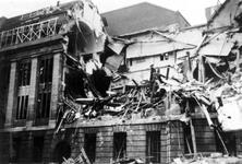 XXXIII-569-36-47 Restanten van de zijkant van het postkantoor aan de Meent, na het Duitse bombardement van 14 mei 1940.