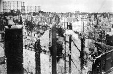 XXXIII-569-36-56 Overzicht op de door het Duitse bombardement van 14 mei 1940 getroffen wijk Kralingen,