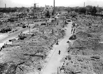XXXIII-569-37-01-2 Gezicht op het puin ruimen tussen Hoogstraat en Groenendaal, het puin van verwoeste huizen en ...