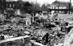 XXXIII-569-37-7 Restanten bij het station Beurs en spoorwegviaduct aan de Blaak, als gevolg van het Duitse bombardement ...