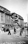 XXXIII-569-39-10-4 Restanten van de zijkant van het postkantoor aan de Meent, na het Duitse bombardement van 14 mei ...