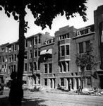 XXXIII-574-00-05 Gezicht op het Burgemeester Meineszplein met verwoeste panden als gevolg van het bombardement van eind ...