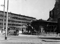 XXXIII-632-00-04-2 Gezicht op het Marconiplein en omgeving met verwoeste panden als gevolg van het geallieerde ...