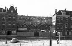 9-04 Een doorkijkje wegens de sloop van enkele panden aan de Westvarkenoordseweg naar achterliggende woningen aan de