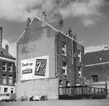 9-05 Woningen aan de Hofdijk ter hoogte van Helipoort. Aan de gevel van het pand hangt een 'Seven Up' reclame.