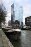 144 De Scheepsmakerhaven in oostelijke richting met gebouw De Maas op de achtergrond.