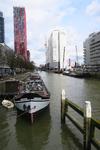 145 De Scheepsmakerhaven in oostelijke richting met links The Red Apple en rechts De Willemswerf.