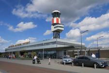 227 De vertrekhal en de verkeerstoren van Rotterdam The Hague Airport