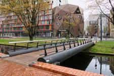 250 De Westersingelbrug met aan de overzijde de Pauluskerk aan de Mauritsweg.
