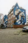 261 Boomgaardhof achter de Oude Binnenweg met een kunstwerk op de gevel van de twee dansende jazzartiesten en een ...