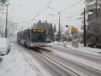 4 Stadsbus op een besneeuwde Kleiweg.