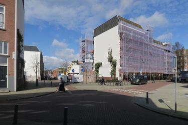 67 Woningen worden gerenoveerd aan het Zwaanshals, hoek Bloklandstraat.