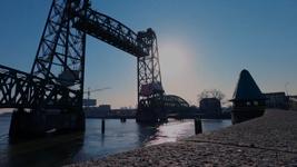 43 Rotterdam tijdens de Coronapandemie. Het centrum van Rotterdam is verlaten. Beschrijving video: Rotterdam city ...